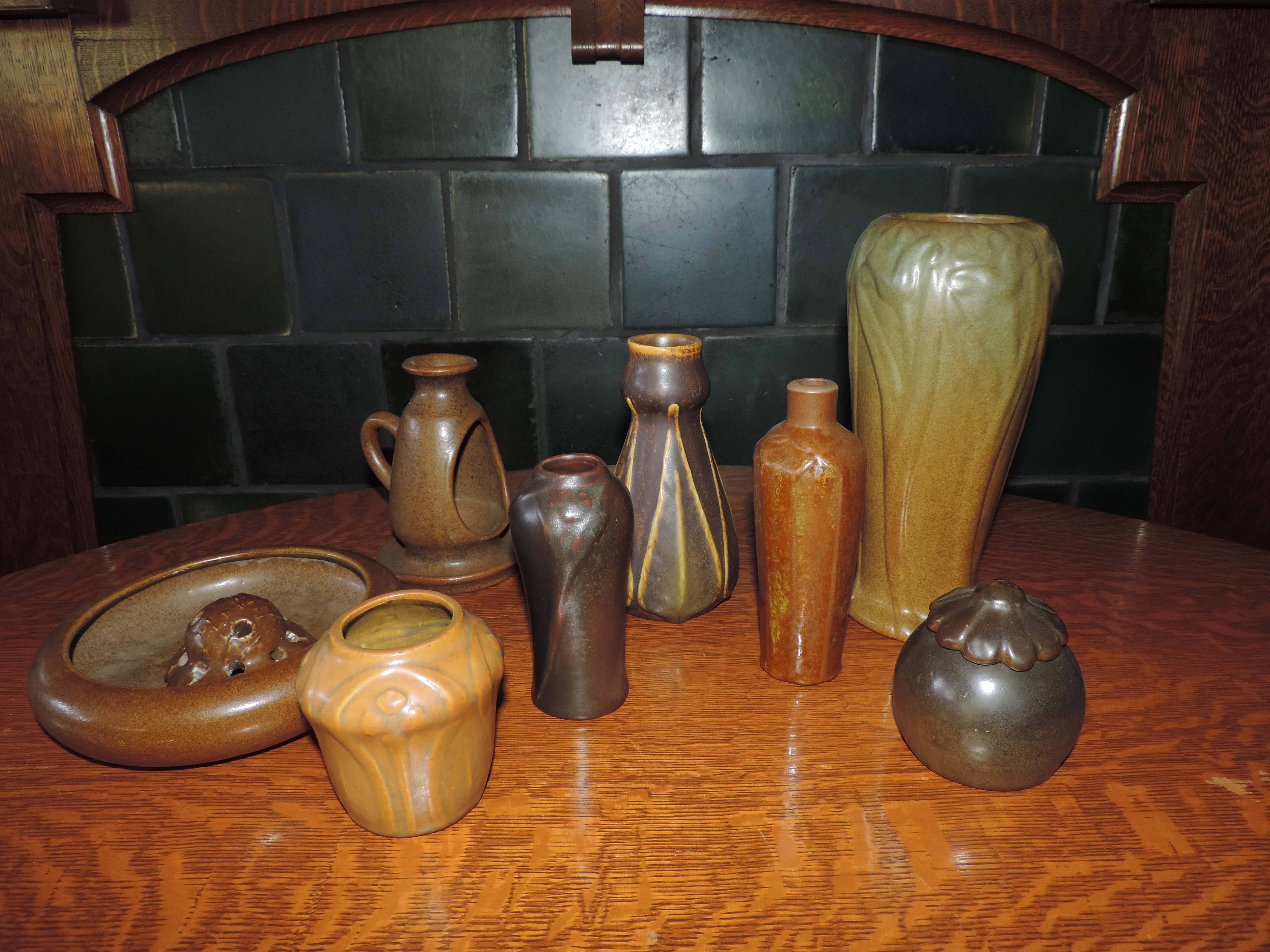 Glazes van briggle notes there were many shades of brown used in the early pottery designs the bowl on far left has been affectionately called the color of tobacco spit reviewsmspy